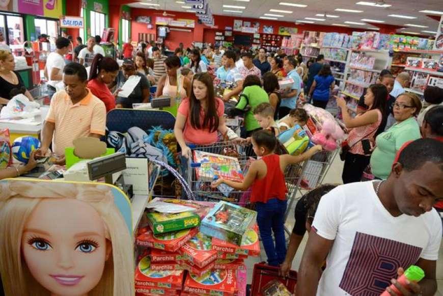 """Padres abarrotan tiendas, jugueterías y principales vías SD en """"Día de Reyes"""""""