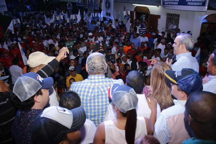 SANTIAGO: Abinader dice crear empleos para jóvenes será la prioridad de su gobierno