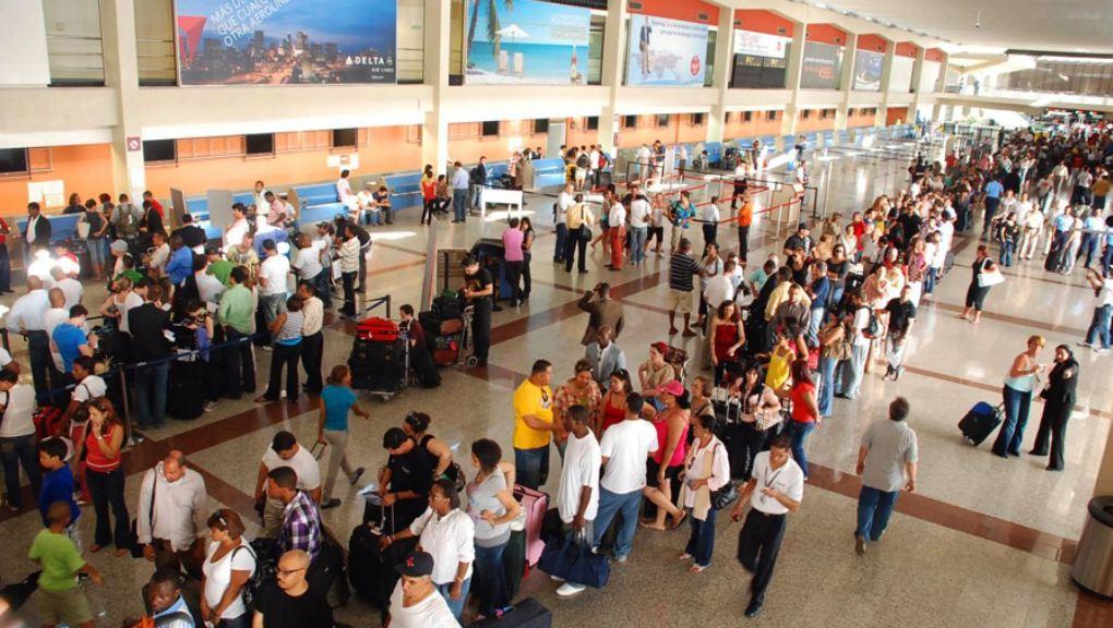 Aeropuertos RD operan con normalidad, pero algunos vuelos siguen suspendidos