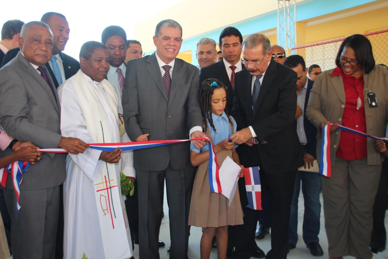BARAHONA: Presidente Danilo Medina inaugura cuatro escuelas
