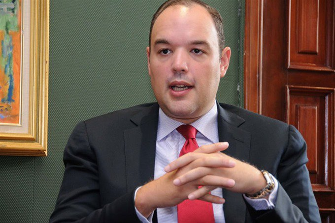Impuestos fijados durante los gobiernos HM y Leonel impiden bajen precios gasolina, dice Ministro