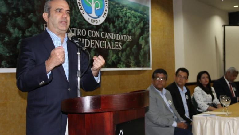 Abinader aboga por marco jurídico para regular la industria forestal