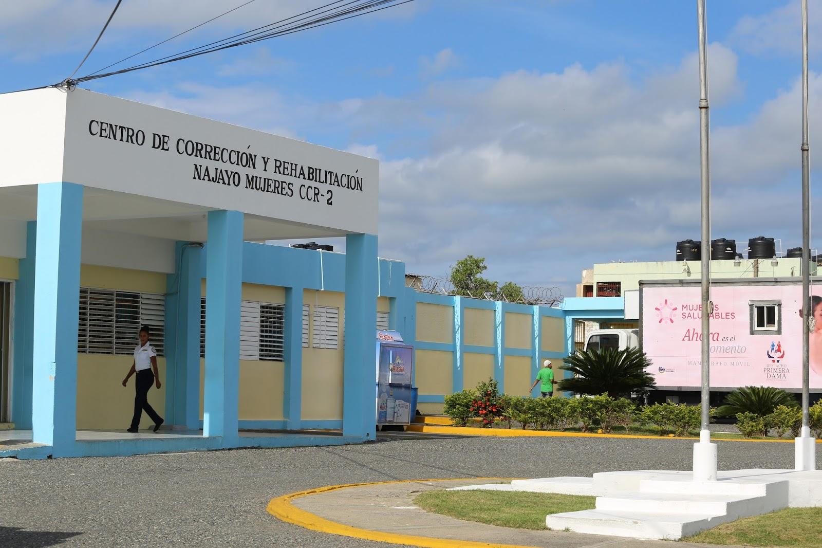 Policía apresa viuda 71 años intentó introducir crack a la cárcel Najayo