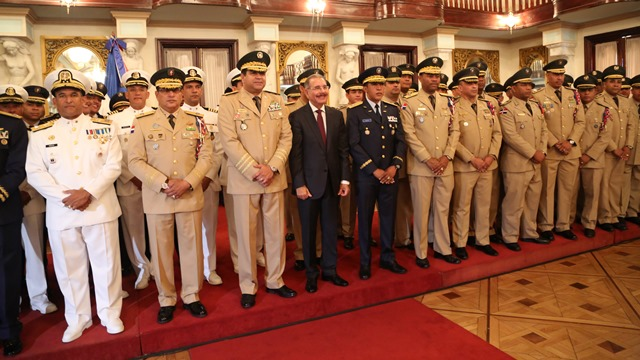 Oficiales FFAA y de la PN renuevan su compromiso de servir a la patria