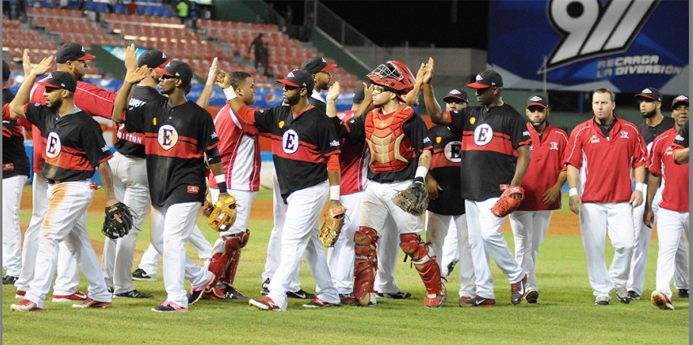 Leones y Toros buscan este lunes ir a final beisbol RD