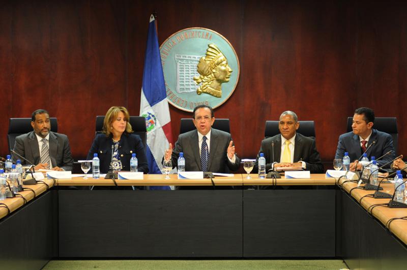 Albizu: economía creció 7% en 2015
