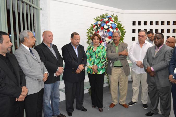 MIAMI: PRSC y PRM depositan ofrenda en busto de Duarte