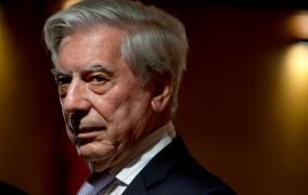 Medios internacionales se hacen eco polémica por premio a V. Llosa