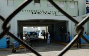 Matan a balazos uno de dos reclusos huyeron de La Victoria