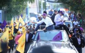 Danilo Medina recorre el Sur profundo en inicio de su campaña