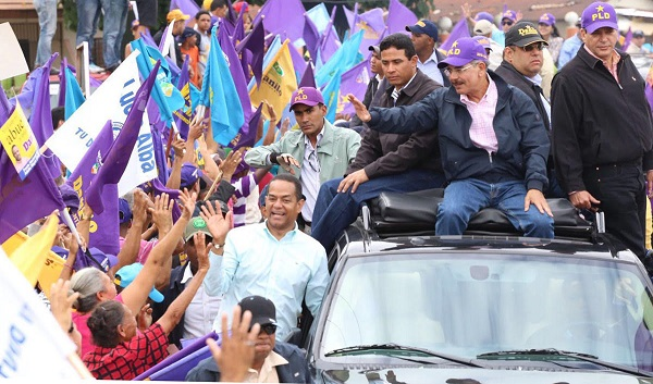 Danilo Medina encabezó caravana Cibao Central que recorrió 120 kilómetros