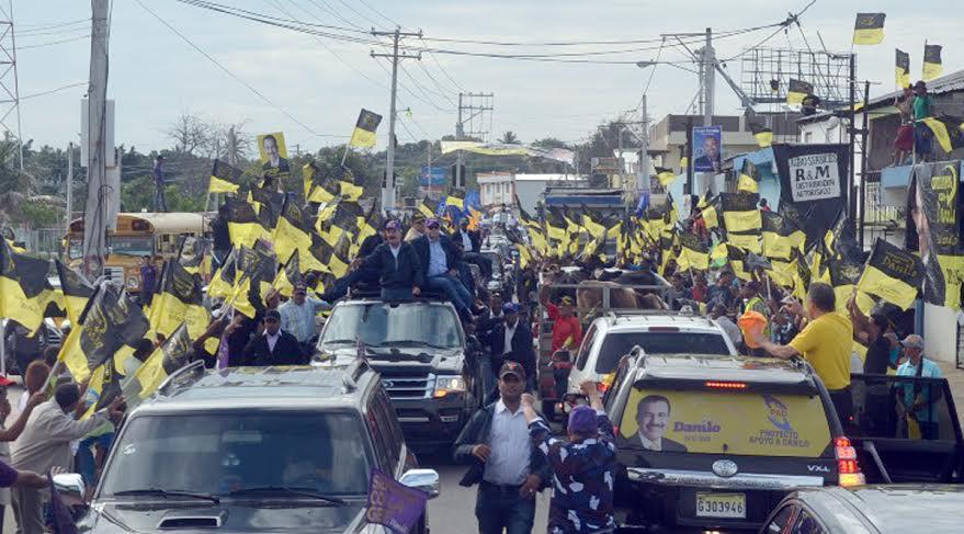 Danilo moviliza miles de personas en caravana por Línea Noroeste