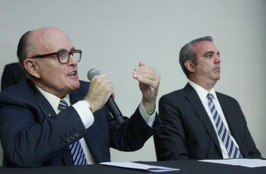 Ex alcalde NY aboga por aumento a salarios PN para frenar delincuencia