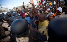 Exmilitares toman calles capital haitiana en medio de crisis política