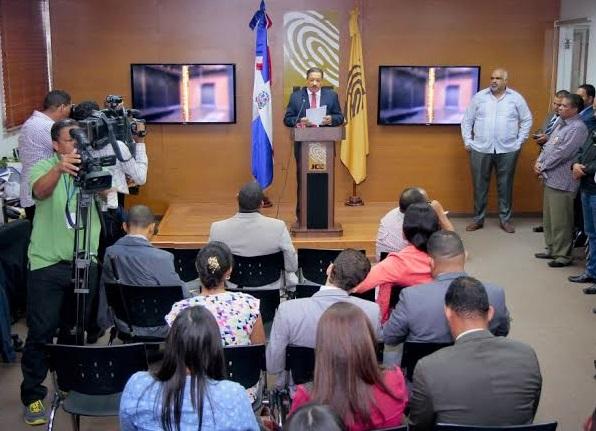 """JCE prohíbe a legisladores uso del """"barrilito"""" y """"cofrecito"""" en campaña"""