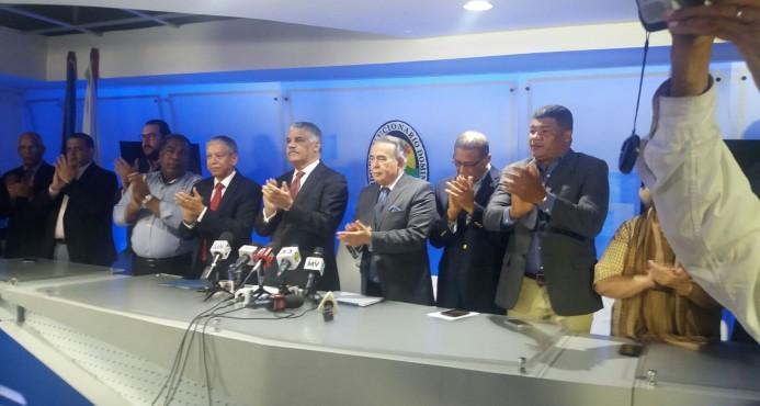 Vargas llama a Hipólito volver al PRD y trabajar por candidatura Danilo Medina