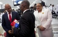 Martelly entrega poder; Parlamento elegirá sucesor en plazo de 5 días
