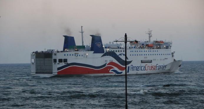 Estalla un incendio en el Ferry; los pasajeros están todos a salvo