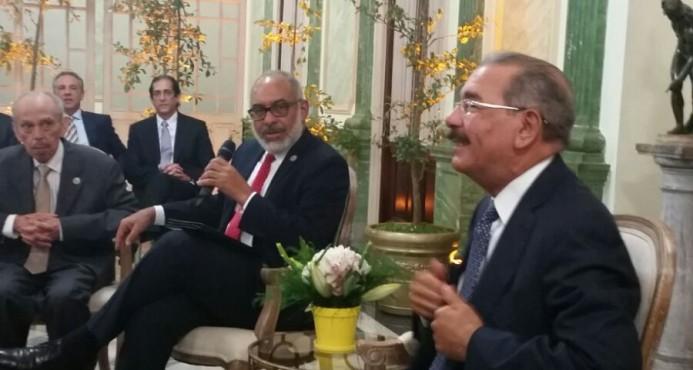 Danilo Medina atribuye auge de la delincuencia a falta oportunidades en la juventud; no descarta debate