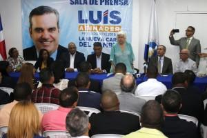 Milagros Ortiz Bosch anunció las 160 candidaturas.