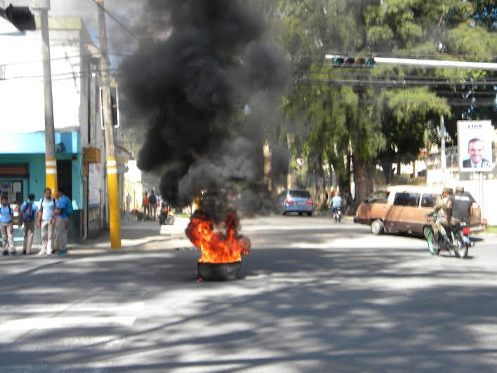 BONAO:  Estallan protestas, exigen que el gobierno cumpla promesas