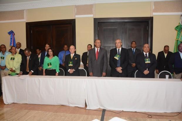 PLR proclama a Medina como candidato presidencial; promete no defraudarlos