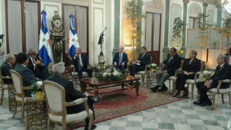 Danilo se reúne con propietarios y directores de medios de comunicación