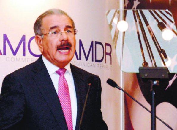"""Danilo anuncia """"pacto fiscal"""" y revisión exenciones si gana"""