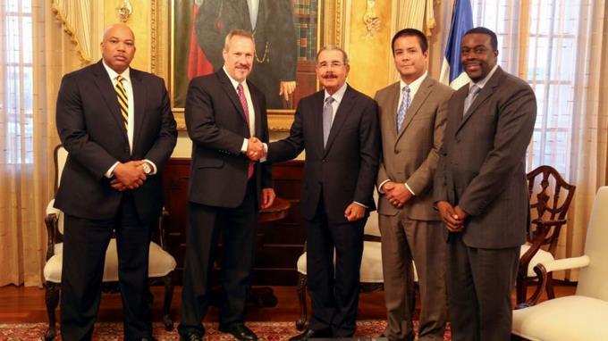 Presidente Danilo Medina se reúne con nuevo director regional de DEA