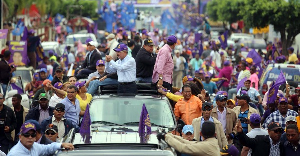 Danilo moviliza cientos  de personas en Villa Altagracia, Bonao y La Vega