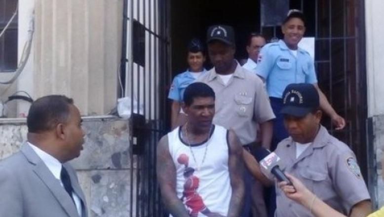 Trasladan Omega a La Victoria cumplir tres meses de prisión