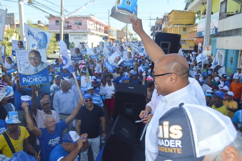 Alfredo Pacheco inicia campaña a diputado por el PRM