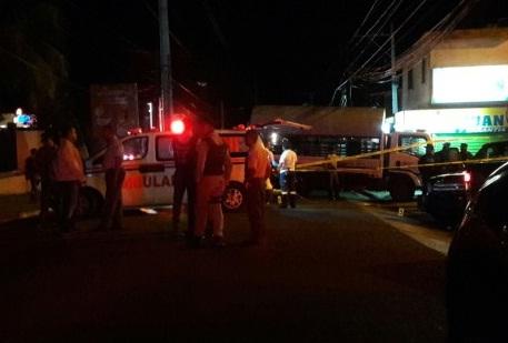 Tres muertos, cinco heridos, en unatraco a estación de FENATRANO