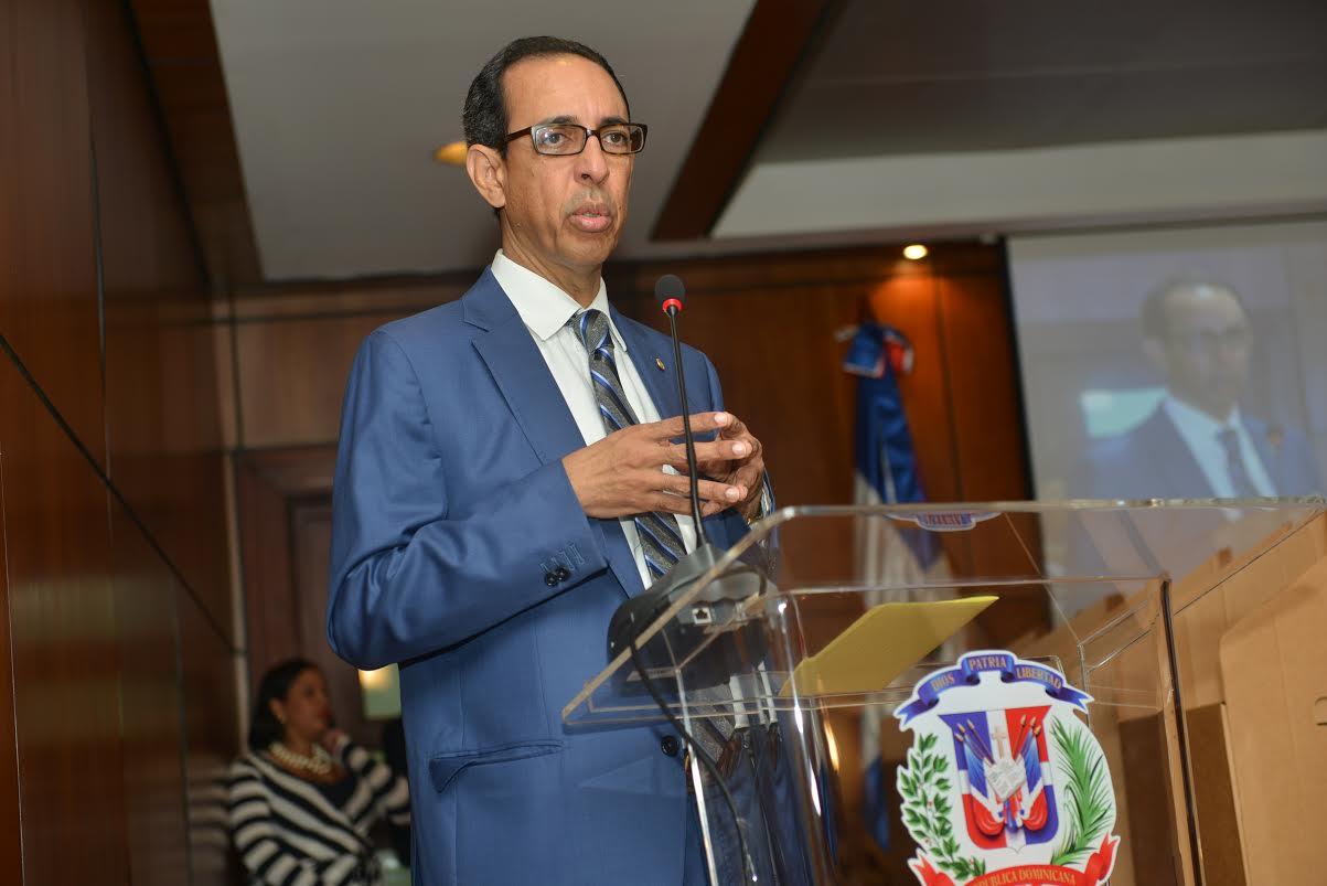CUBA: Juez Manuel Herrera Carbuccia recibe reconocimiento