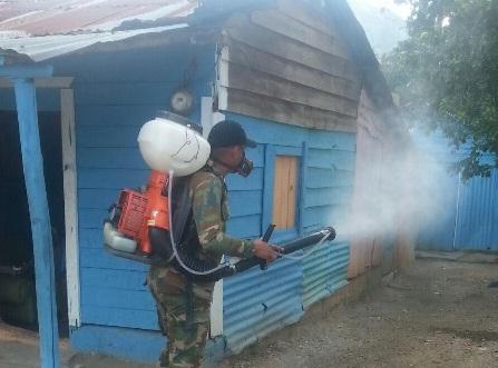 VILLA ALTAGRACIA: Obras Públicas fumiga 5,888 viviendas