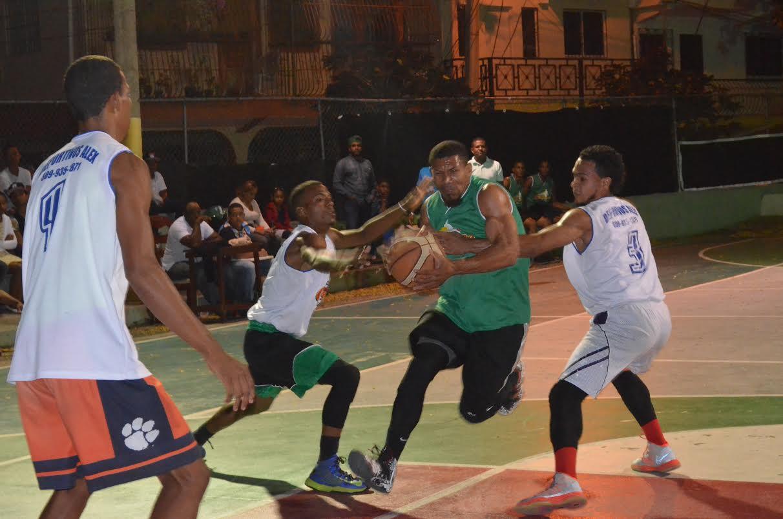Hugo  Kunhardt gana en basket de Puerto Plata