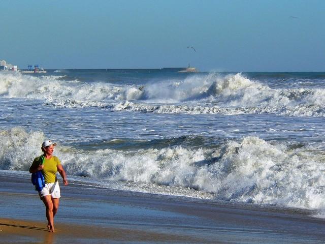 Autoridades emiten alerta amarilla para playas de la costa Norte