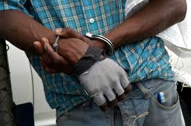 PN apresa haitiano transportaba 40 libras marihuana en una camioneta