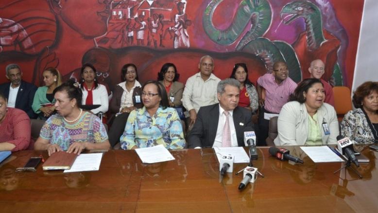 Presidente del Colegio Médico anuncia otro de tres días en hospitales públicos