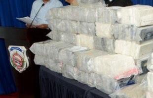 Decomisan 25 paquetes cocaína en embarcación llegó de Colombia