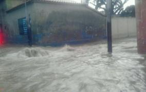 Las lluvias dejan 2,380 desplazados y 476 casas afectadas, informa COE