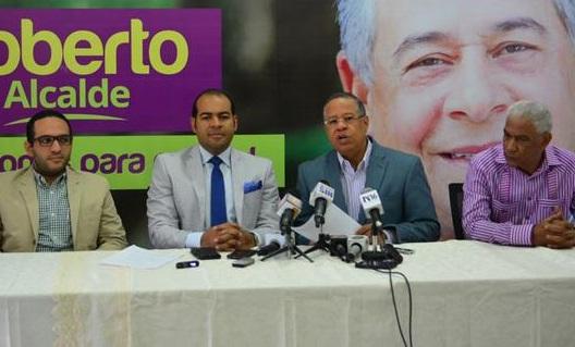 """Oposición """"infiltró"""" personas en acto, dice Comando de Salcedo"""