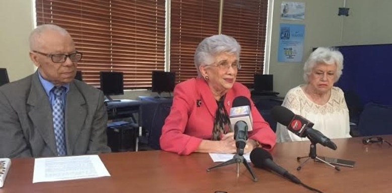 Ex ministros Educación reclaman investiguen entrega certificados