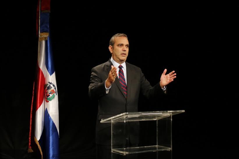 """Luis Abinader dice """"El país está en una encrucijada: democracia o dictadura"""""""