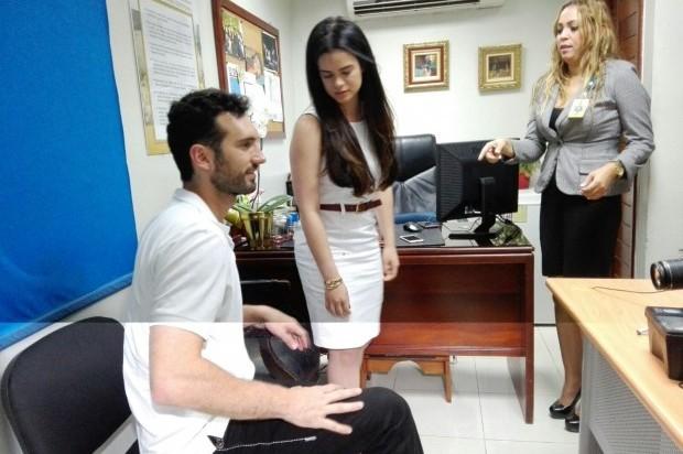 Hija de Leonel Fenandez acude a la JCE junto a Karim Abu Nabaa