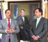 Roberto Rosario y Juan Carlos Galindo hablan a periodistas tras el encuentro.
