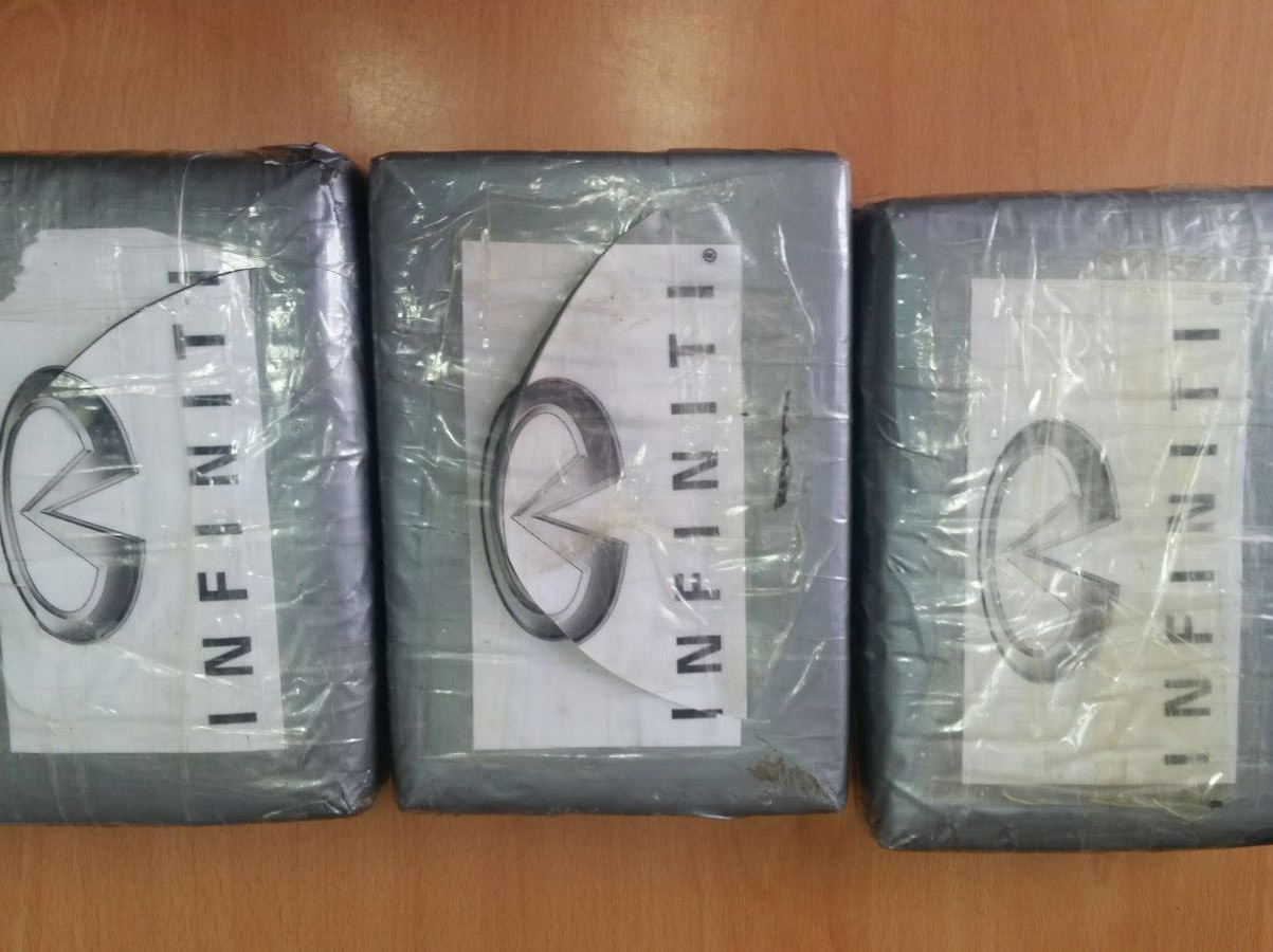 Arrestan hombre con tres paquetes de cocaína en Santo Domingo Este