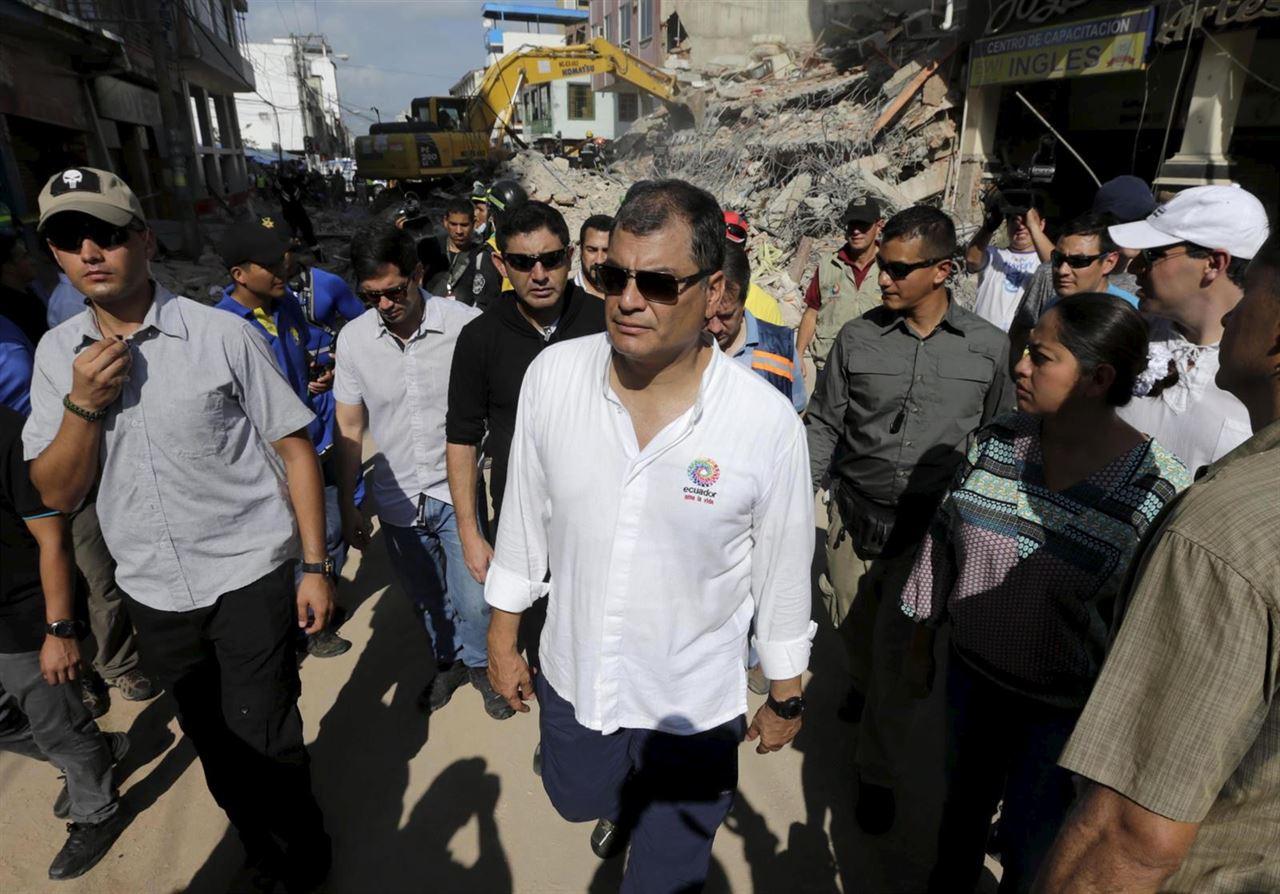 Ecuador: Correa cifra 3.000 millones dólares pérdidas por terremoto