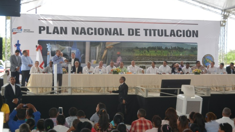 AZUA: Presidente Danilo Medina entrega 2,559 títulos de parcelas
