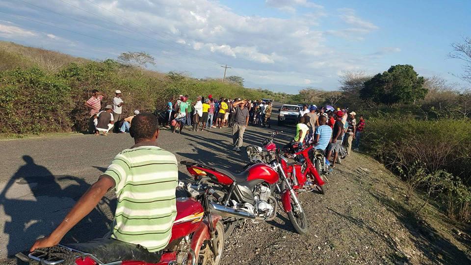 ELÍAS PIÑA: Choque entre motocicleta y yipeta deja cuatro muertos y dos heridos